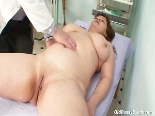 big wobblers mama real gyno check up